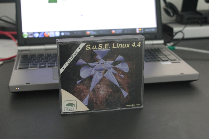 S.u.S.E. Linux 4.4 CD Box
